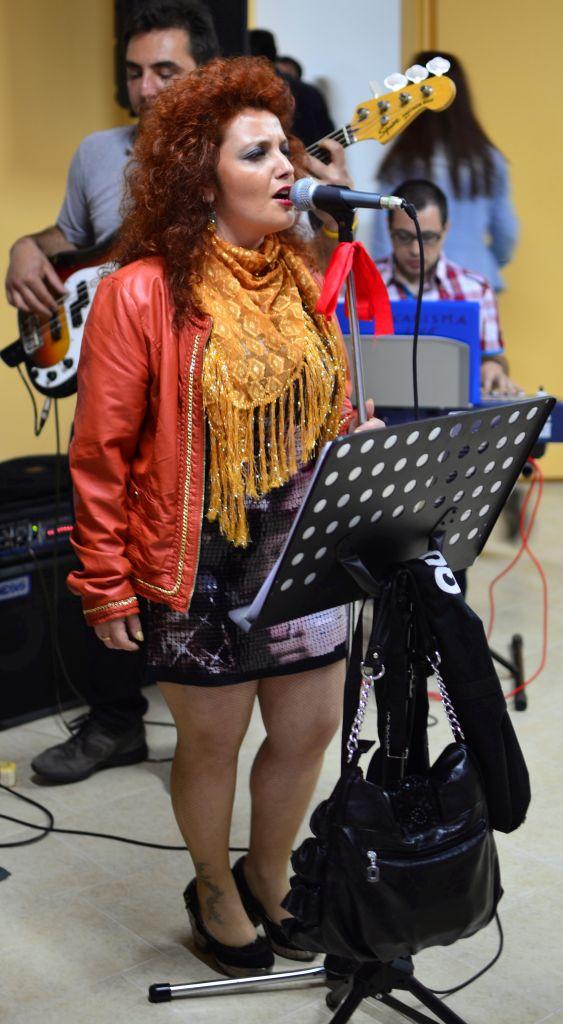 местная певица