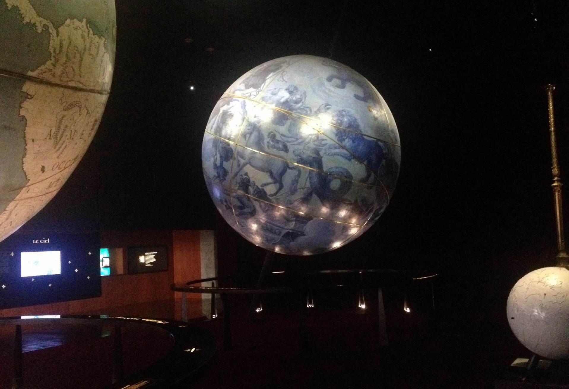 bibliotheque  mitterand глобус