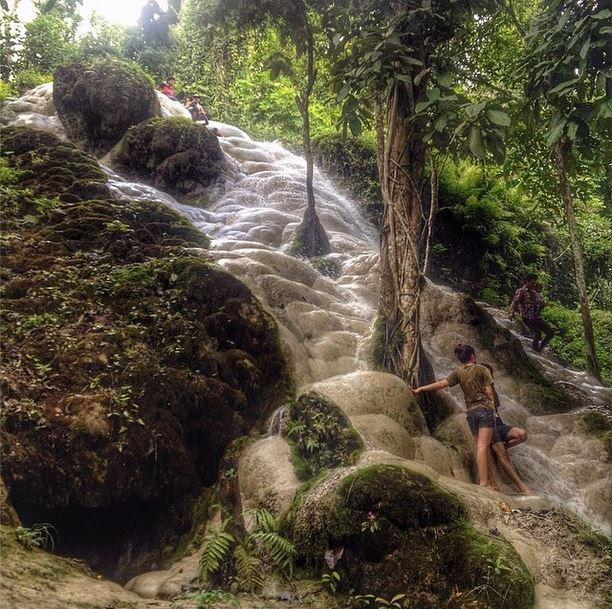 sticky waterfalls таиланд