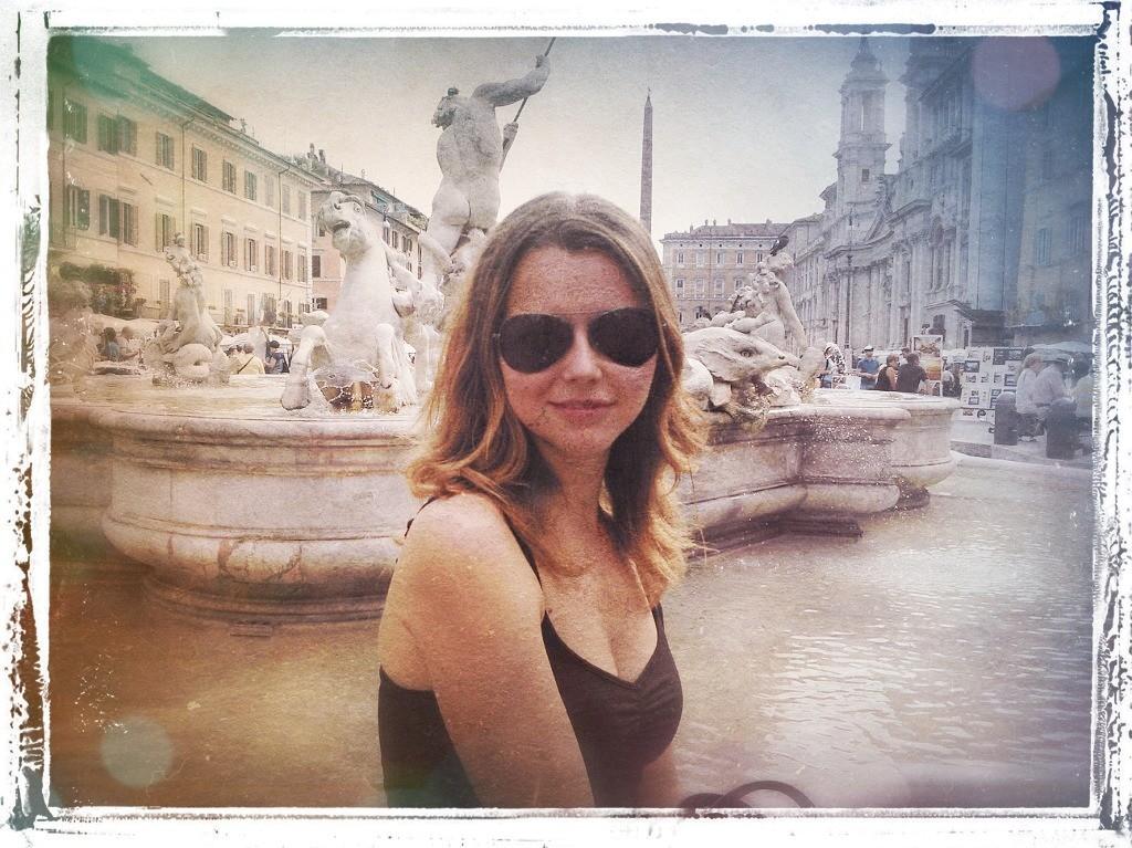 фонтан рим девушка солнечные очки