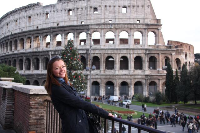 колизей девушка рим италия