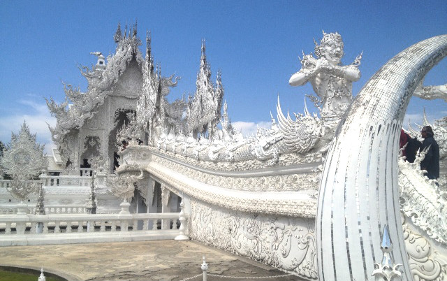 белый храм чианг рай таиланд