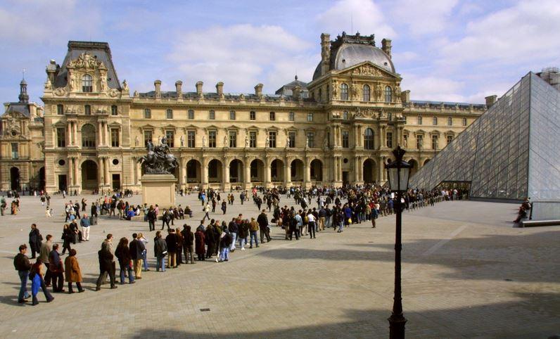 Лувр Париж очередь